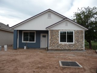 IT1 Brand new with two Master Suites! 20 minutes to Zion & 2 hours to Bryce Cyn. - Zion National Park vacation rentals