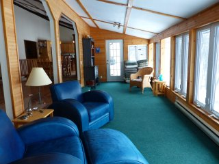 Bright Cottage with Parking and Satellite Or Cable TV - Whitestone vacation rentals