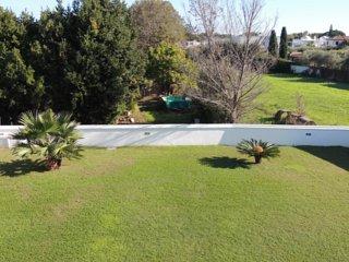 Villa bifamiliare in un contesto tranquillo e verde a poca distanza dal mare - Colonia Elena vacation rentals