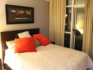 Bright 2 bedroom Mississauga Condo with Internet Access - Mississauga vacation rentals