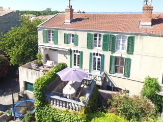 Maison Saint Jules Holiday Home with Hot Tub Spa in a lovely tourist town - Bram vacation rentals