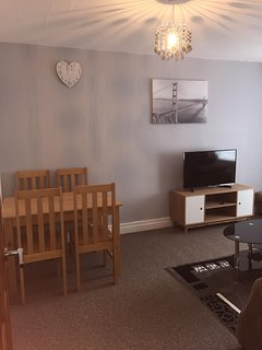 NEC, Birmingham City, Solihull .Up to 7 People 2 bedroom Large Cosy Apartment. - Olton vacation rentals