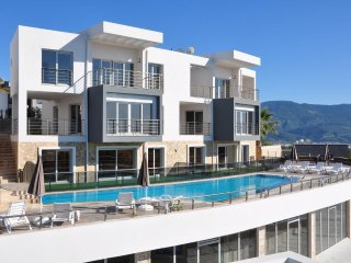 1+1 Luxury Apartment at Kusadasi, facing to Turquoise color Aegean Sea - Sogucak Koyu vacation rentals