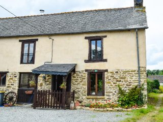 Breton Farmhouse with pool. Sleeps 9 people in 5 bedrooms - Mohon vacation rentals
