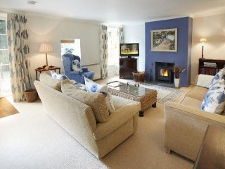 Beautiful House with Internet Access and Television - Cury vacation rentals
