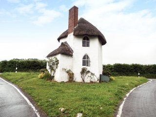 THE ROUND HOUSE, quirky, romantic, listed, sleeps two, Stanton Drew, Ref 952571 - Stanton Drew vacation rentals