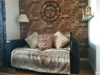 Romantic 1 bedroom Condo in Leeds - Leeds vacation rentals