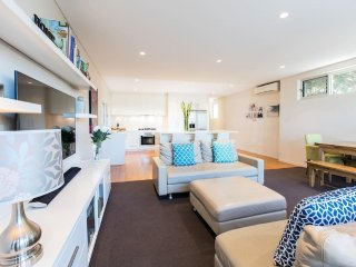 Comfortable, sunny family home with large backyard - Crows Nest vacation rentals