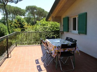 2 bedroom Condo with Deck in Poveromo - Poveromo vacation rentals
