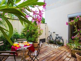 BORDEAUX - Ravissant appartement  - Terrasse  - Vélos - Parking à proximité - Le Bouscat vacation rentals