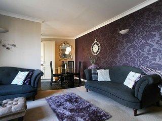 New to market- Central Yet Quiet Luxury 2 bedroom Flat, Newly Refurbished - Edinburgh vacation rentals