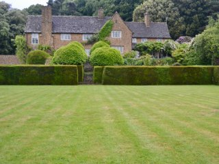 Drake House, impressive 7 bedroom home with all weather tennis court in 10 acres - Stinchcombe vacation rentals