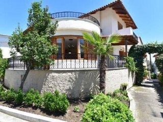 Nice 2 bedroom Palaio Tsifliki Apartment with Internet Access - Palaio Tsifliki vacation rentals