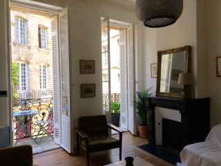 CHARMING APARTMENT 2 BEDROOMS IN HISTORICAL CENTER - Bordeaux vacation rentals