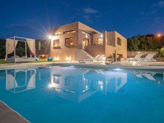 Merovigli Villa 4-Bedroom Private Pool - Tragaki vacation rentals