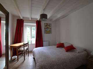 Nice Bed and Breakfast with Television and Fireplace - Saint-Martin-d'Arrossa vacation rentals