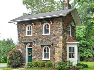 Charming 1 bedroom Cottage in West Chester with Deck - West Chester vacation rentals