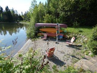 Maison au bord de l'eau avec plage privée - Saint-David-de-Falardeau vacation rentals