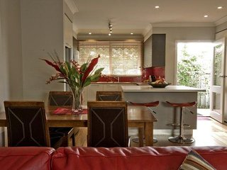 2 bedroom House with Internet Access in Sandringham - Sandringham vacation rentals
