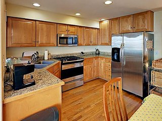 3BR Townhome Near Green Lake w/ Outdoor Space & Grill - Seattle vacation rentals