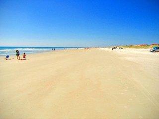 OCEAN VILLAGE CLUB C31 BEACHFRONT RESORT 2 POOLS 1 heated TENNIS WIFI BBQ - Saint Augustine Beach vacation rentals