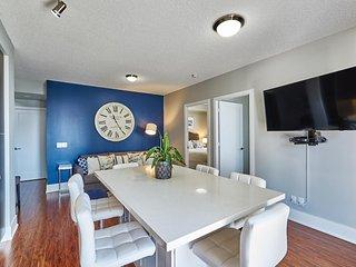 Spacious 2 BDR + 2 BATH + 1 SOFABED - ENTERTAINMENT DISTRICT - Toronto vacation rentals