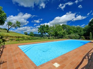 Incantevole Borgo immerso in una verde pineta. - San Severino Marche vacation rentals