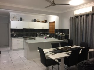 3 bedroom Townhouse with Washing Machine in Cooya Beach - Cooya Beach vacation rentals