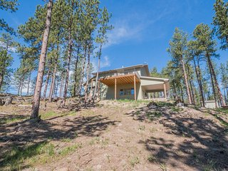 Cozy 3 bedroom Custer House with Deck - Custer vacation rentals