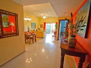 Palmar del sol 202. 2 Bedroom apartment. Garden View. Downtown. Free Wifi. - Playa del Carmen vacation rentals