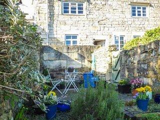 10 TORY, ground floor cottage, romantic retreat, walled patio - Bradford-on-Avon vacation rentals