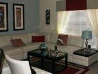 Luxury 4 Bedroom Town House with Splash Pool Sleeps 10. 8956CP - Image 1 - Kissimmee - rentals