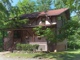 Rosewood Chalet- Only 7.1 Miles to TIEC! - Columbus vacation rentals