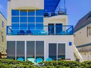 Stunning oceanfront penthouse- glass living room, multiple decks, jacuzzi tub - Pacific Beach vacation rentals