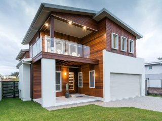 5 bedroom House with A/C in Pialba - Pialba vacation rentals