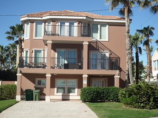20% OFF,  BEACHVIEW, 6BDRM/4BA,HEATED GORGEOUS POOL, JACUZZI, BILLIARD TABLE - South Padre Island vacation rentals