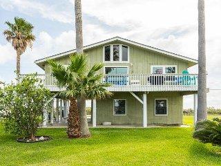 3BR w/ Deck, Canal Views & Private Dock - Near Fishing, Beach & Moody Gardens - Tiki Island vacation rentals