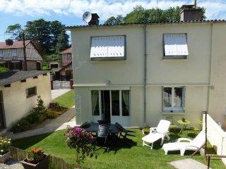Agréable maison en bord de mer avec jardin - Saint-Leonard vacation rentals