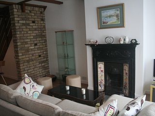 Charming 3BR Victorian Cottage in the historic town of Colnbrook, Berkshire - Colnbrook vacation rentals