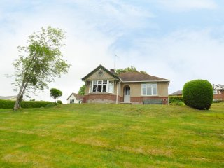 GOODREST, large garden, sleeps four, detached, Verwood, Ref 956297 - Verwood vacation rentals