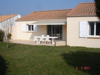 800 m environ plage, Jolie maison de type 3 + jardin / 4 personnes - Bretignolles Sur Mer vacation rentals