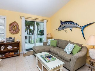 Charming 2BR -Seconds to Beach! Walk to Shops, Restaurants & Fishing Charters - Fort Myers Beach vacation rentals