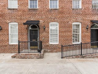 Luxury vacation rental w/ lots of privacy, highly walkable & close to downtown! - Savannah vacation rentals