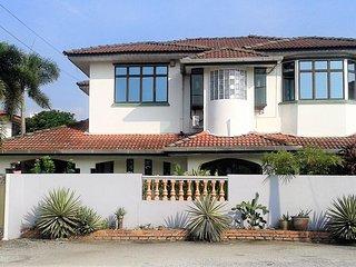 4-Bedrooms Deluxe Villa (12 Pax) - Ipoh vacation rentals