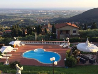 Lovely Villa with Deck and Television - Corsanico vacation rentals
