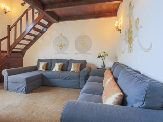 Palace Prime 3Bdr 3Bth Newly restored. Frescos ceilings and Parking - Florence vacation rentals