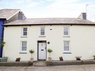 PENLAN COTTAGE, character cottage, multi-fuel, stove, WiFi, near Lampeter, Ref - Cribyn vacation rentals