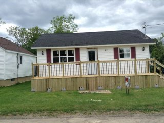 Cozy three bedroom cottage very close to the Shediac Marina and Parlee Beach. - Shediac vacation rentals