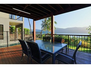 Nice 4 bedroom House in Shute Harbour - Shute Harbour vacation rentals