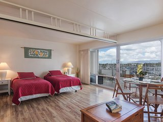 Enjoy The Peaceful View From  Newly Remodeled Unit - Honolulu vacation rentals